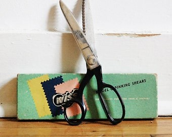 Vintage Scissors Sewing Shears with Original Green Box Wiss Pinking Shears 1960s.
