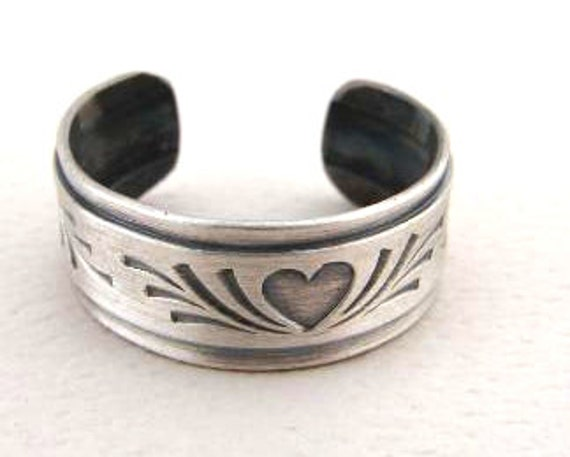 Sterling Silver Toe Ring with Heart and Antiqued Patina - TR5012