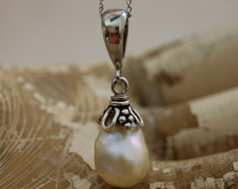Perla - golden cream pearl pendant, OOAK, sterling silver,pendant,nucleated pearl, baroque pearl,for her, wedding, gift idea, Bridal fashion