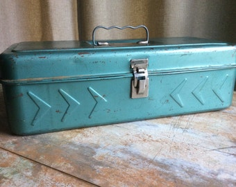 Vintage metal tackle box fishing outdoor gear teal art deco 50s organizer crafting supplies lures arrows rust rusty gold