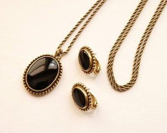 Elegant Napier Pendant Necklace Earrings Black Stone Antiqued Gold Tone 30 Inch Chain