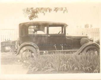 Old Car parked at Curb Vintage Photo L01503 1920s