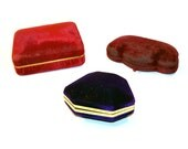 For red scalloped box only