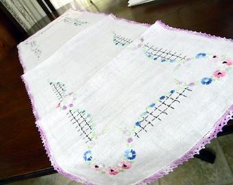 Older Vintage Table Runner Crochet Edge - Embroidered Florals 8496