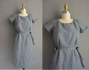 50s gray cotton scallop design vintage shift dress / vintage 1950s dress