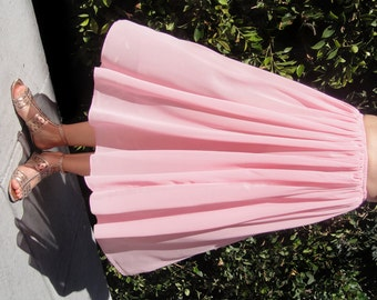 Light-pink chiffon skirt. Below knee. Size M. New