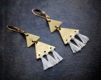 Boho Geometric Brass Tiny Tassel Fringe Earring Stacked Triangle Brushed Metal Festival Jewelry Gypset Dangle Chandelier Black White Cobalt