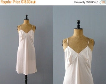 40% OFF SALE // Vintage slip dress. 1970s pink lace slip dress. negligee. lingerie