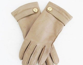25% OFF SALE Vintage Leather Driving Gloves / Warm Cozy Isolated Winter Wrist Gloves