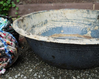 Large graniteware  bowl tub speckled splatter Rustic aged beat up primitive farmhouse kitchen display bowl