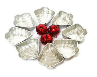 Vintage Tart Molds /  8 Christmas Tree Aluminum Molds / Tins for Jello / Baking Tins / Soap or Candle Making Tins