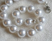 Girls' Faux Pearl White Chunky Gum Ball Beaded Necklace: Photo Prop