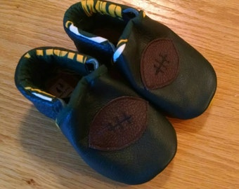 Green Bay Packers baby boy football shoes size 5/ 12-18 months