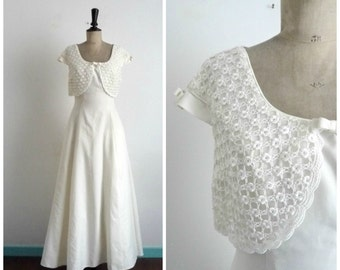White Wedding Dress Short Sleeve Lace and Tulle Vintage 1990s / Size M