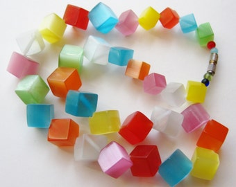 Vintage 50s Primary Colors Thermoset Lucite Cube Graduated Bead Choker Necklace