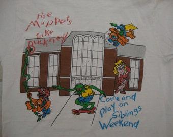 Vintage 90's Bucknell University Miss Piggy Skateboard 1996 T shirt Adult size S
