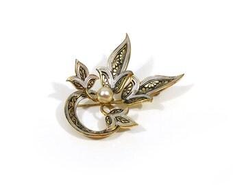 Vintage damascene brooch / Black and gold / Faux pearl / Spain