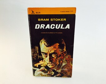 "a literary analysis of horror in dracula by bram stoker Critical review of dracula, by bram stoker (1897) among the most famous horror novels of all time is ""dracula"" by bram stoker, which was published in the year 1897."