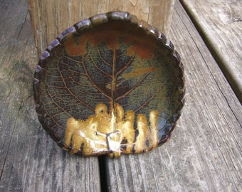 White And Dark Chocolate Pottery Leaf Bowl