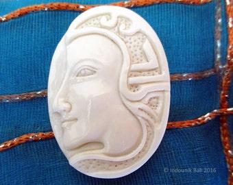 Raja Mesir Faraoh Carved Bone Cabochon 40mm