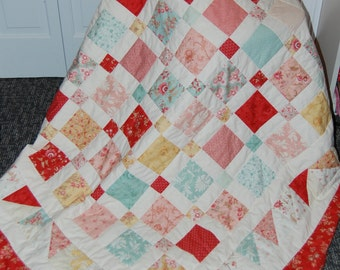 FREE SHIPPING, Disappearing Nine Patch, Patchwork Quilt, Printemps, Hand Quilted Throw