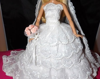 Amazing 5-tier lace wedding dress with cathedral train & veil, bouquet and slip for Fashion Dolls - ed786