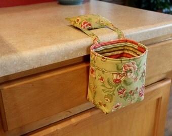 Thread Catcher / Scrap Caddy / Pincushion / Windham Fabrics