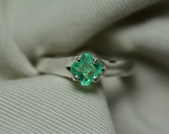 Emerald Ring, Certified Colombian Emerald 0.52 Carats Appraised 624.00 Sterling Silver Size 7 Ring