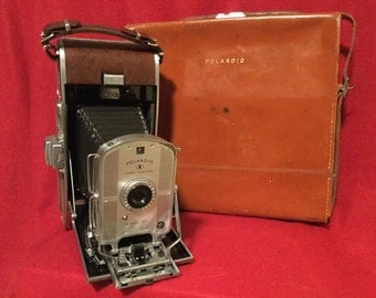 Vintage  Polaroid Land Camera 95B with the original leather case