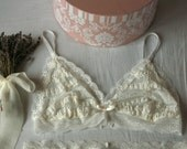 Rose Musquée bralette I - White french lace bra with clasp closure and adjustable bra straps