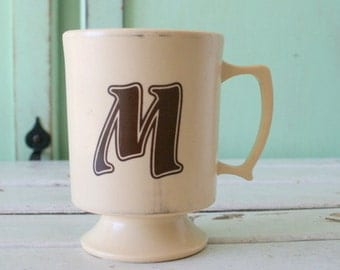 The Letter M Coffee Mug.....letter mug. M. retro housewares. name. coffee. tea. kitsch. mom. mother. gift. 1970s. 1980s. vintage home. retro