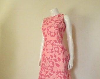 60's Vintage Mod Pink Guitars Print Shift Dress med.