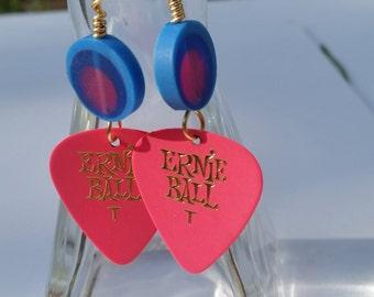 Guitar pick earrings bead pink