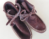 Fringed Chocolate Brown Wrangler Hard Soled Ankle Moccasins Excellent Lightly Worn Condition Size 6.5 B