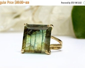SUMMER SALE - Labradorite ring,gold gemstone ring,square ring,cocktail ring,statement ring,double band rings,prong rings