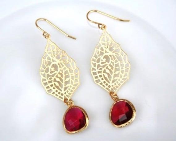 Gold Paisley Earrings with Fuchsia. Red Earrings.Pendant Earrings.Filigree Earrings.Bridesmaid Earrings.Bridal Jewelry.Wedding Jewelry.Gift