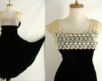 vintage 40s 50s EMMA DOMB DRESS. Black Velvet Full Skirt Party Dress with Ecru Lace Bodice Collar size M L 10 12