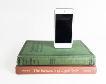 Vintage booksi for iPhone - Law Books