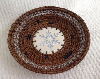 Snowflake pine needle basket