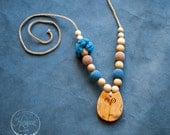 Denim & Beige Flower Mama Teething Necklace / Mom Necklace for Breastfeeding or Babywearing - Hand Crafted in Europe - KangrooCare