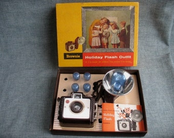 Vintage Camera Kodak Brownie Holiday Flash Outfit Film Camera with Box & Bulbs No. 183M