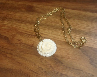 vintage necklace goldtone chain carved lucite flower