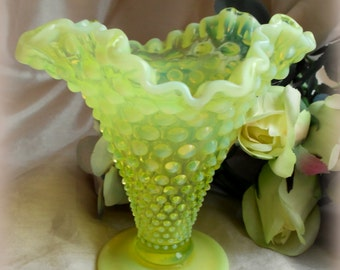 "Yellow Glass-Vintage Fenton-Hobnail-""Mint Condition!"""