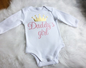 Baby top.Singlet,body suit.With snap clip fastenings.one piece.Metallic gold crown, Daddy's Girl.Baby girl gift.Baby girl clothing.One piece