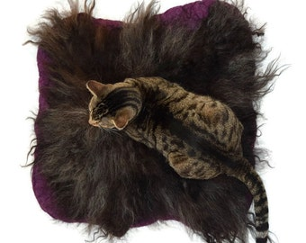 Wool Cat Bed - Cruelty Free Wool Fleece Hand Felted Rug - Icelandic Black on Amethyst Heather - Supporting US Small Farms - Ready to Ship