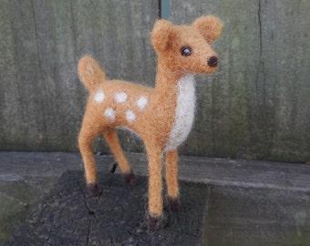 Needle Felted Deer / Wool Animal Figurine / Miniature Fawn Sculpture / Woodlands Animal Waldorf Toy