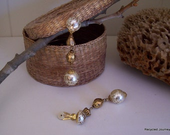 Speckled Pearl Dangle Clip Earrings