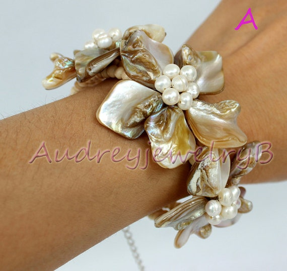 Natural FW Pearl shell Flower Bracelet sister gift, friend gift, mothers gift, wedding gift Statement Necklace