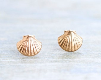 Golden Sea Shells - Vintage Stud Earrings