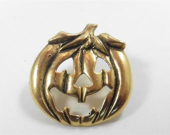 Signed Camco Gold Tone Halloween Pumpkin Pin  p1200567